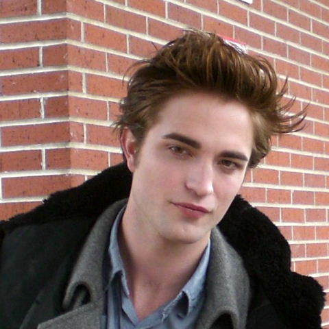 Pictures Robert Pattinson on Robert Pattinson  Lovit In Figura   Radio Noise Romania