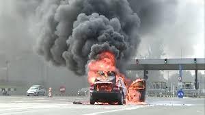 O masina a luat foc pe Autostrada Soarelui